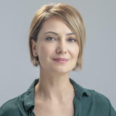 /home/eloy/domains/eloyagency.com/public html/wp content/uploads/Stephanie Capetanides 1 1